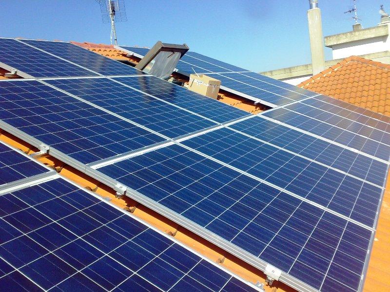 Impianti Fotovoltaici Per Risparmiare : Impianto fotovoltaico kwp realizzazioni per la casa